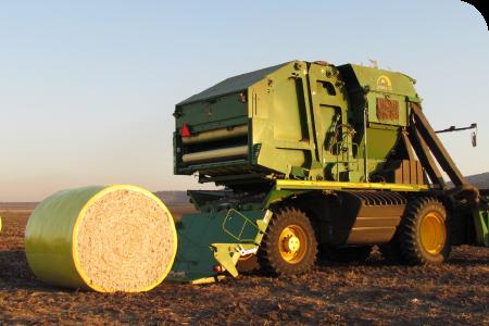 O módulo é ejetado em linha reta da colheitadeira já com cobertura de 360° na TamaWrap®