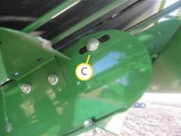 Ao rodar a correia manualmente, alguma resistência pode ser detectada devido o contato da polia da frente com a correia de fardos.